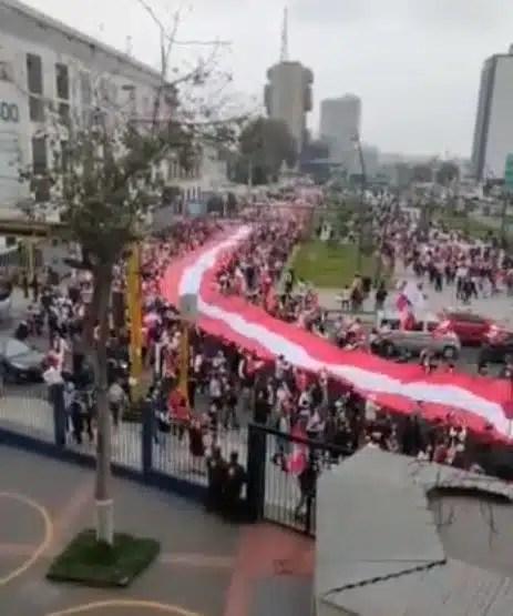 Marcha en Perú por la democracia