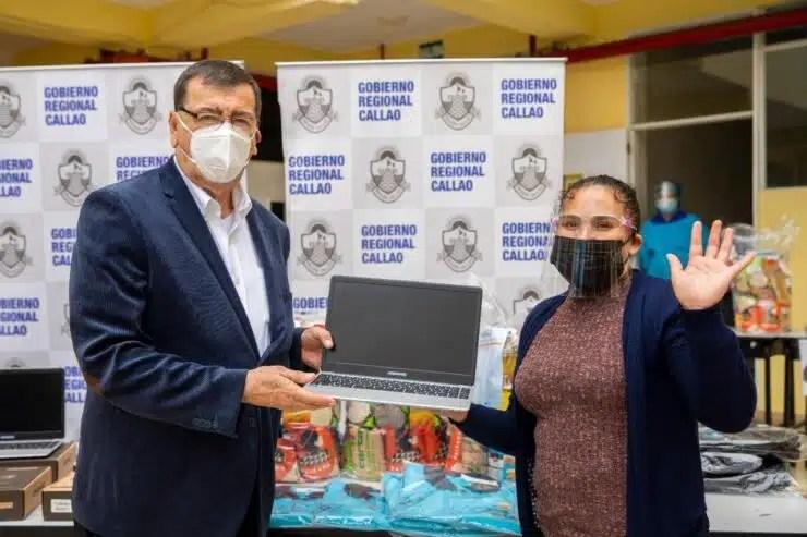 ALIMENTOS, NOTEBOOKS Y MATERIAL EDUCATIVO  A ALUMNOS DE LA ESCUELA DE TALENTOS