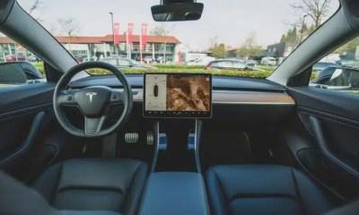 ELON MUSK critica software del piloto automático de Tesla