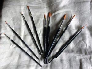 Köp tio penslar, få två på köpet (2)