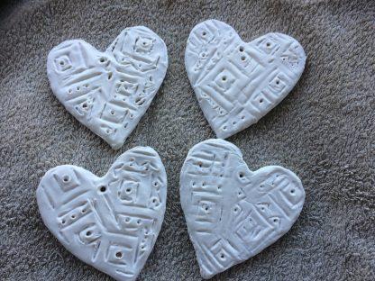 Mönstermålade hjärtan i mediumformat