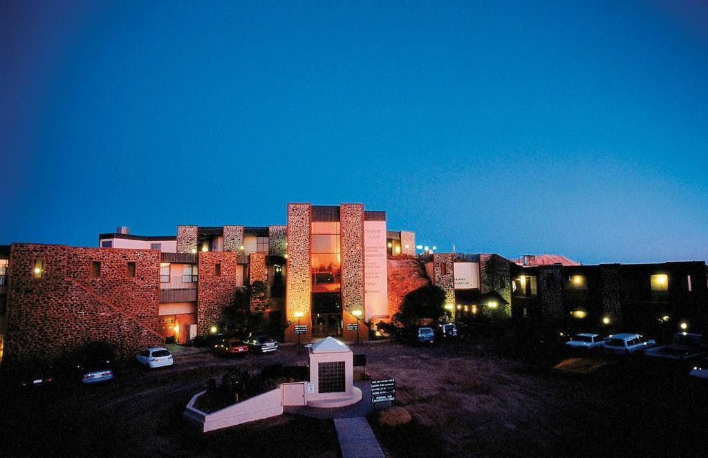 Отель Desert Cave Hotel, Австралия