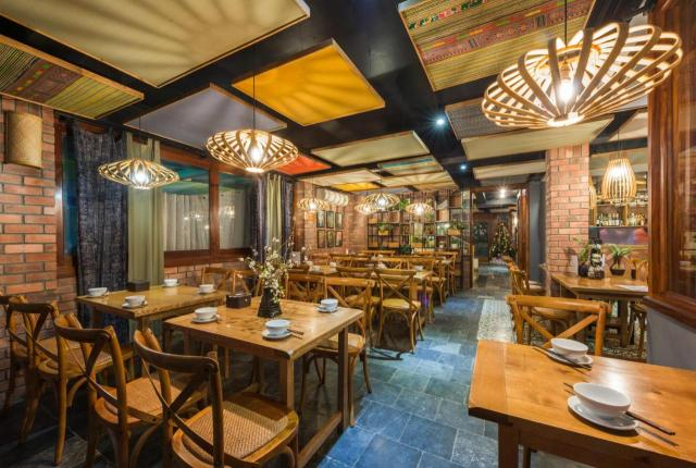 A restaurant or other place to eat at Sapa Panorama Hotel