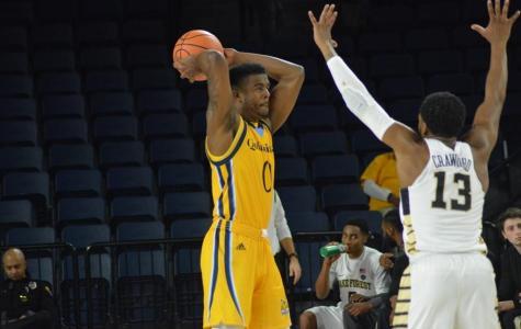 Quinnipiac men's basketball hangs on to defeat UMass