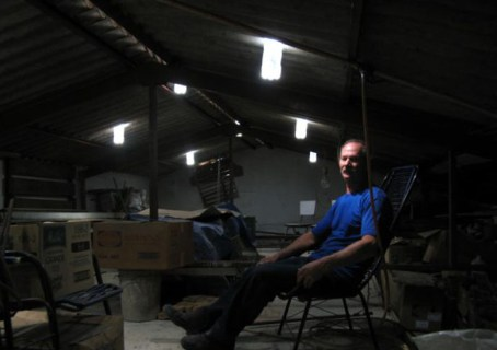 Brazilian Mechanic Uses Plastic Water Bottle to Create Light 2