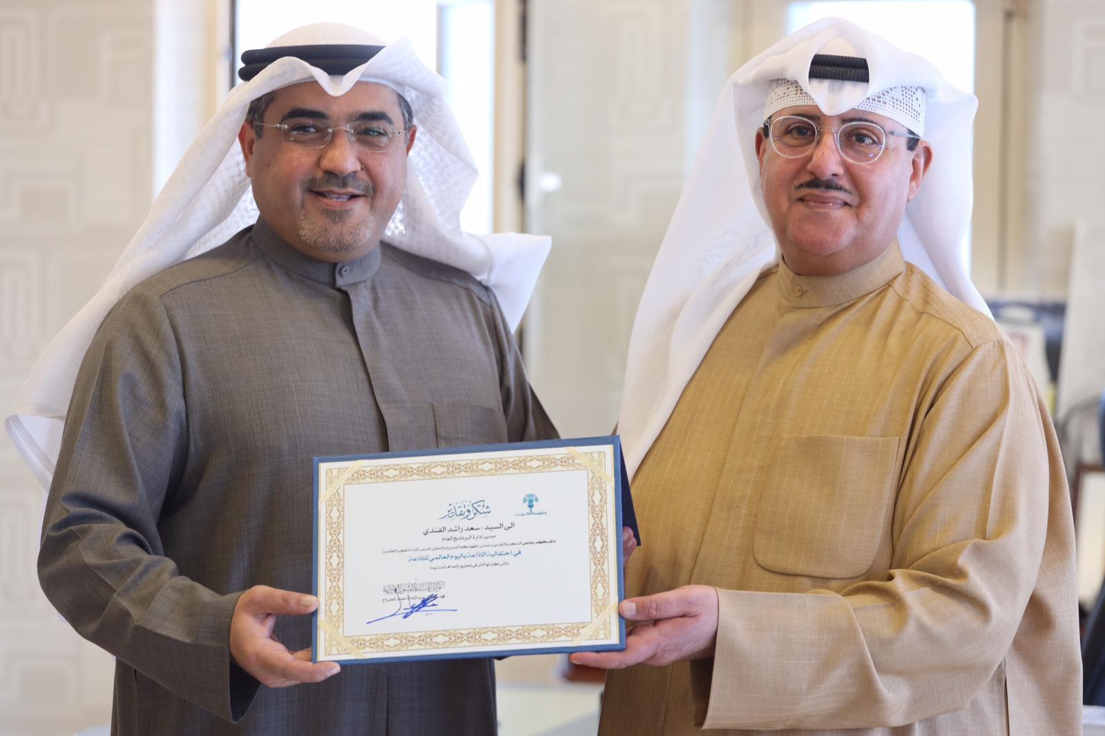 الوكيل المساعد لشؤون الإذاعة الشيخ فهد المبارك يكرم العاملين