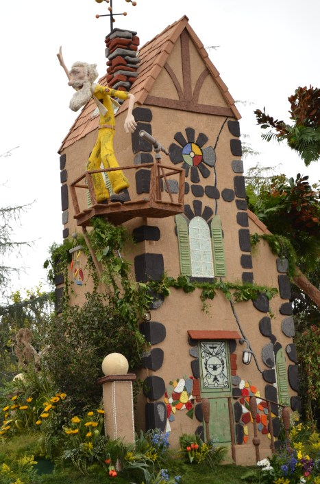 Je ne sais pas pourquoi, mais je lui ai trouvé un air de Geppetto mélangé à du Carl Fredricksen