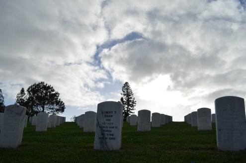 Chaque stèle a son histoire au Fort Rosecrans National Cemetery
