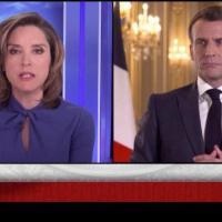 """Q SCOOP - E. Macron : """"Nous devons d'une certaine manière déconstruire notre propre histoire""""."""