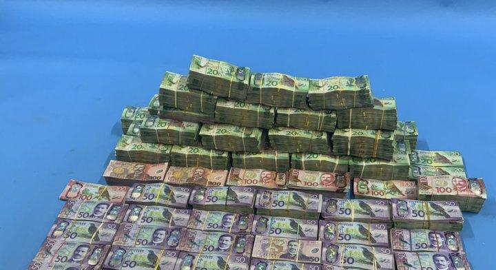Une image de l'argent saisi par la police néo-zélandaise en lien avec l'opération «Bouclier de Troie». — © New Zealand Police via AP