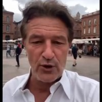 """LMDR : """"Urgent: en direct de la place du capitole à Toulouse!"""""""