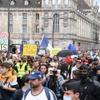 Manifestations massives dans toute la France contre le pass sanitaire pour le troisième samedi consécutif.