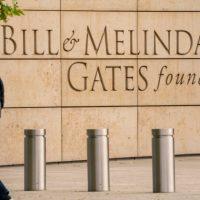 La Fondation Gates débloque 120 millions de dollars pour distribuer le médicament oral contre la Covid-19 dans les pays pauvres.
