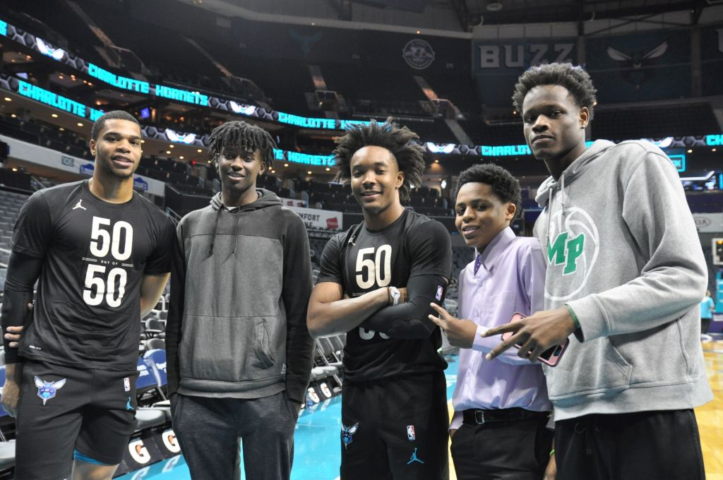 Hornets-players-with-students-on-team-5050-game-night