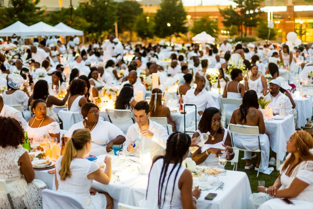 Diner-en-Blanc-2018-Charlotte-photo-Jeff-Mark-2