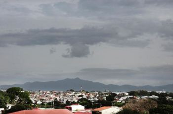The skies over Tibas on Tuesday afternoon. Photo John Durán, La Nacion