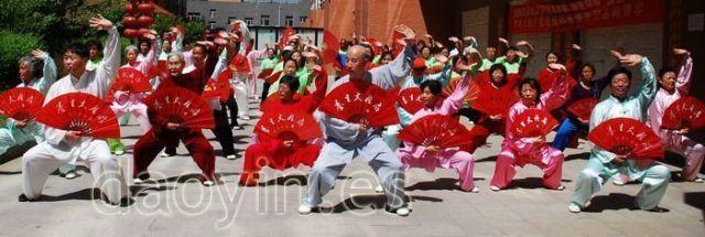 Zhang Jian acompañando a su tío en seminarios de Yangsheng Taiji Shan en Japón