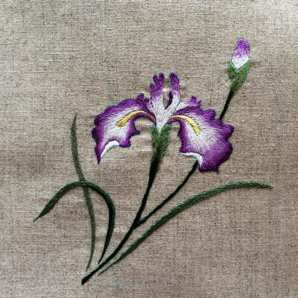 できあがった紫の花びらの刺繍
