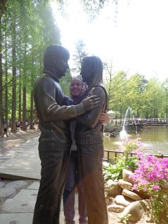 yoojin junsang statue