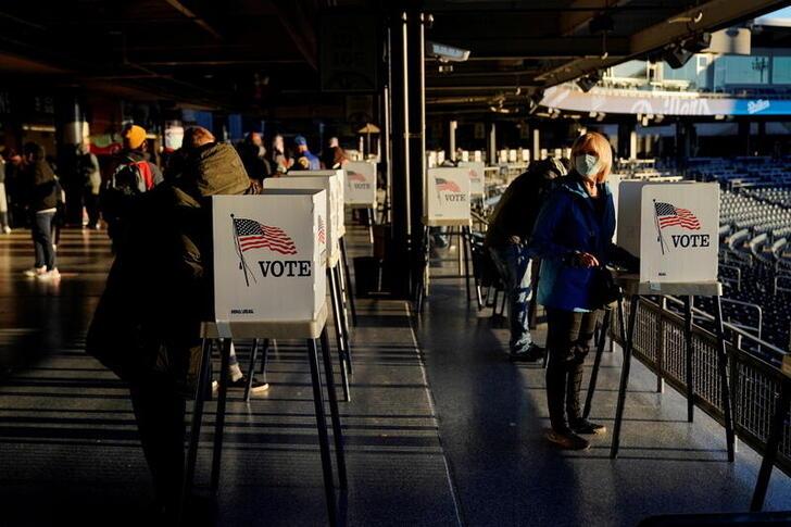 中国嫦五发射在即,美国担忧影响太空圈地,考虑将在月球建核电站
