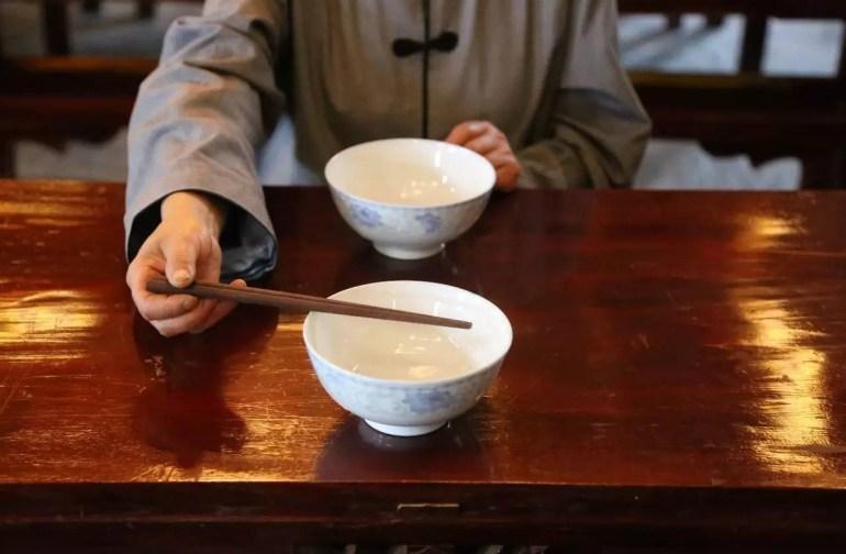 中国海军最热血的两张照片,从拼勇气到拼实力,见证海军的崛起
