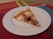 Pizza de mozarela y anchoas