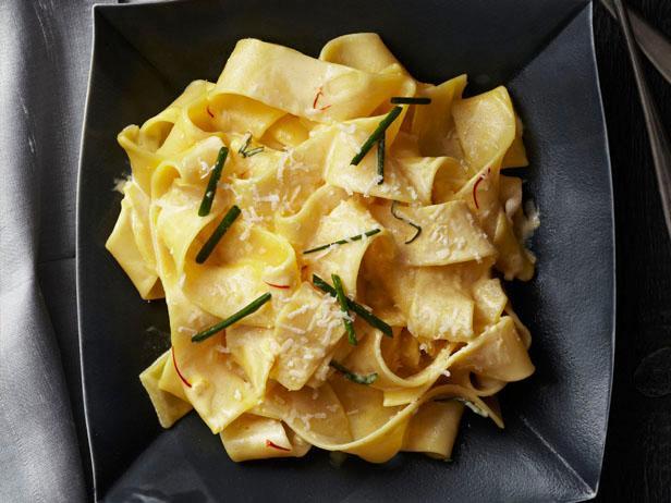 FNM_010113-Pappardelle-in-Saffron-Cream-Recipe_s4x3.jpg.rend.sni18col.jpeg