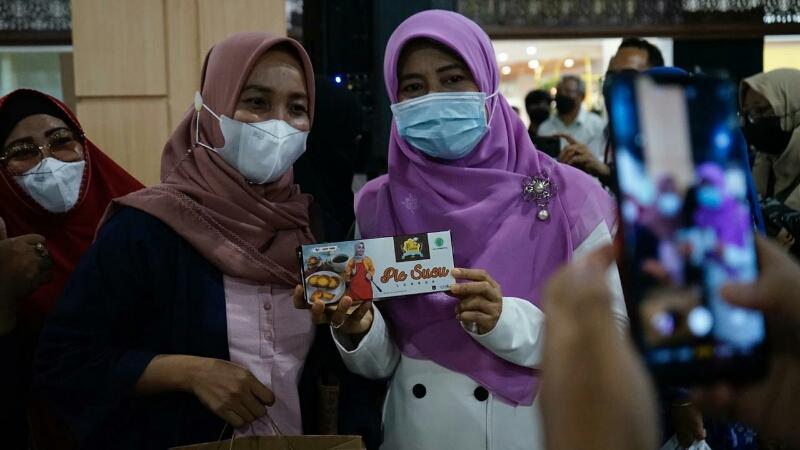 Hj. Niken Saptarini Widyawati, membuka kegiatan Lombok Food Festival 2021, di Epicentrum Mall Lt 2 Function Hall Mataram, Selasa 20 April 2021.