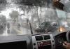 Tips Mengendarai Mobil pada saat Hujan