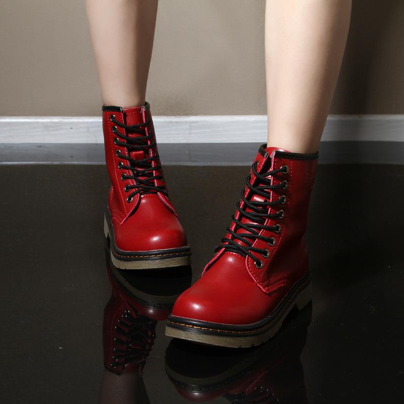 6 Jenis Boots Wanita Fashionable yang Harus Anda Miliki e51dbbb783