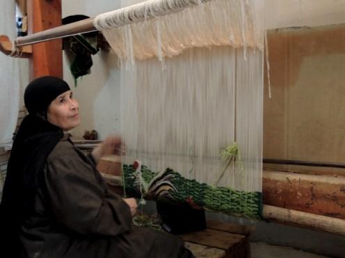 Carpet weaving vertical loom2