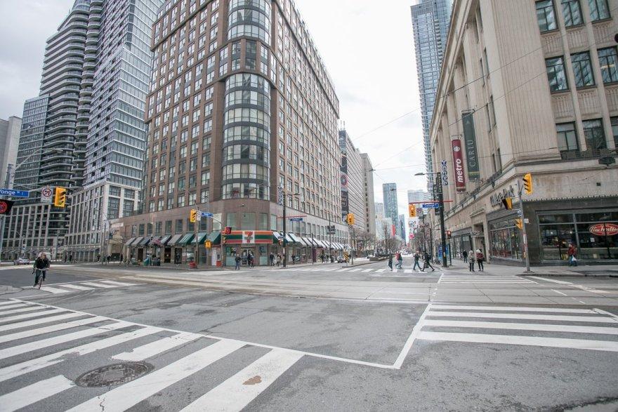 En imágenes, así lucen las desoladas calles de las principales ciudades de Canadá