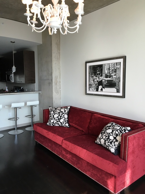 Learn more by daniel piper 30 september 2020 it's active. What color area rug complements a red couch? - Quora