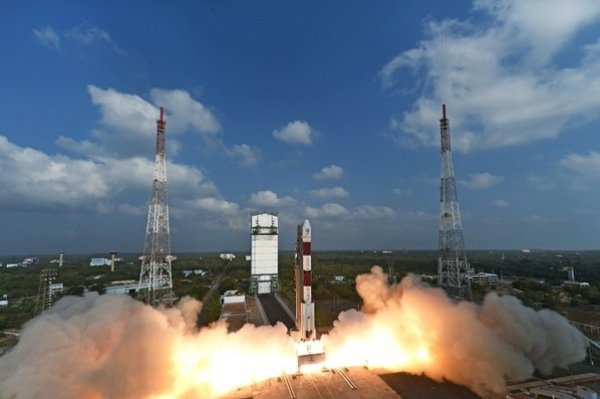By which launching vehicle did India launch 104 satellites ...