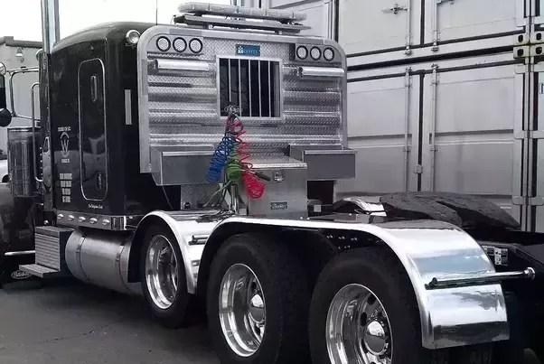 in trucking what is a headache rack