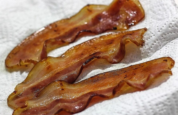 does a microwave cook bacon well quora