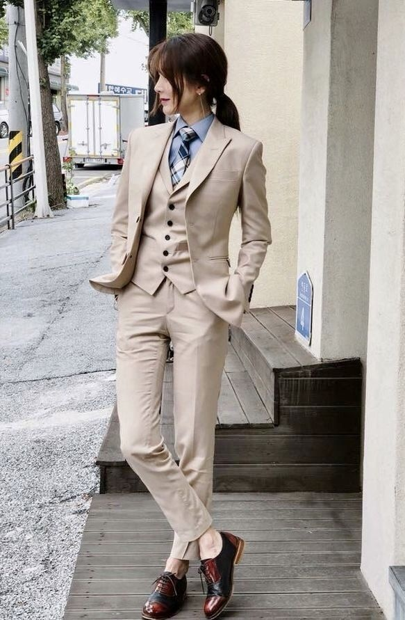 Is it unattractive for a girl to wear a suit? - Quora