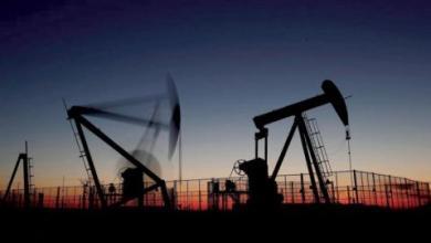 Photo of النفط يتذبذب مع تعادل المخاوف إثر تراجع المخزونات