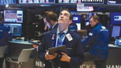 صورة الأسواق العالمية تتراجع مع «قيود كورونا» و«غياب التحفيز»