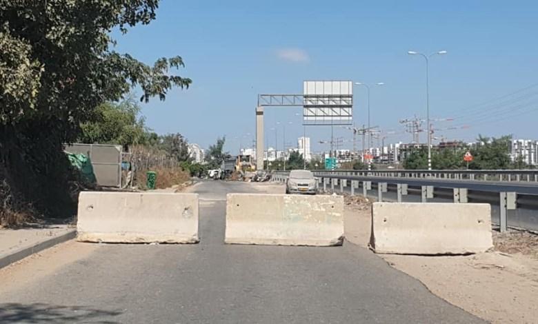 صورة إغلاق مداخل في حي الرباط بالكتل الأسمنتية بسبب الأحداث الأخيرة