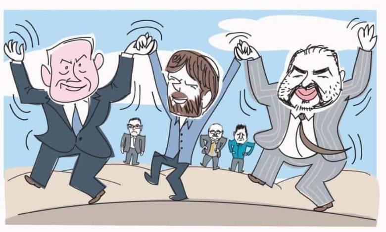 صورة منصور عباس يضحك ويرقص مع نتنياهو وسموطرتش