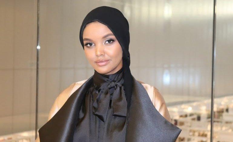 صورة حليمة عدن… أشهر عارضة أزياء مسلمة تعتزل عالم الموضة .⚘