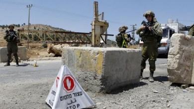 صورة نتنياهو يوعز بفحص امكانية فرض اغلاق المعابر مع الضفة الغربية