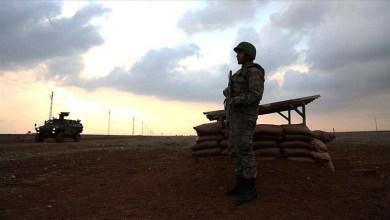 """صورة استسلام إرهابي من """"بي كا كا"""" لقوات الأمن جنوبي تركيا"""