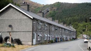 صورة بسعر شقة صغيرة بلندن… قرية كاملة للبيع في إنجلترا