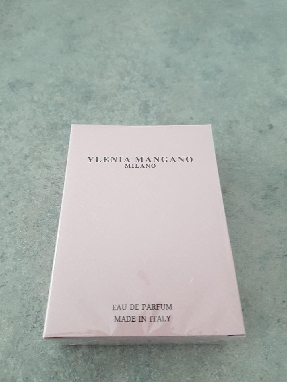 Ylenia-Mangano-perfume