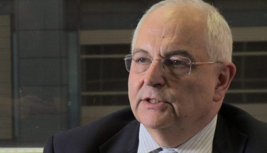 Martin Wolf clarified the role of Central Banks in dropping interest rates