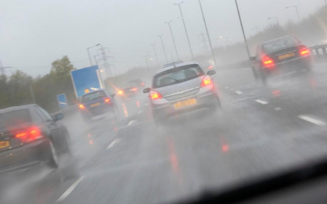 Claves para conducir sobre la lluvia