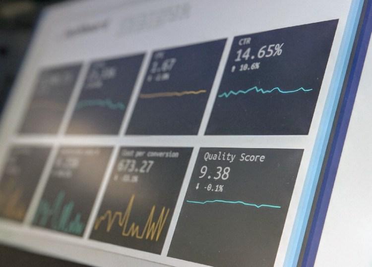 Pantalla de computadora con datos