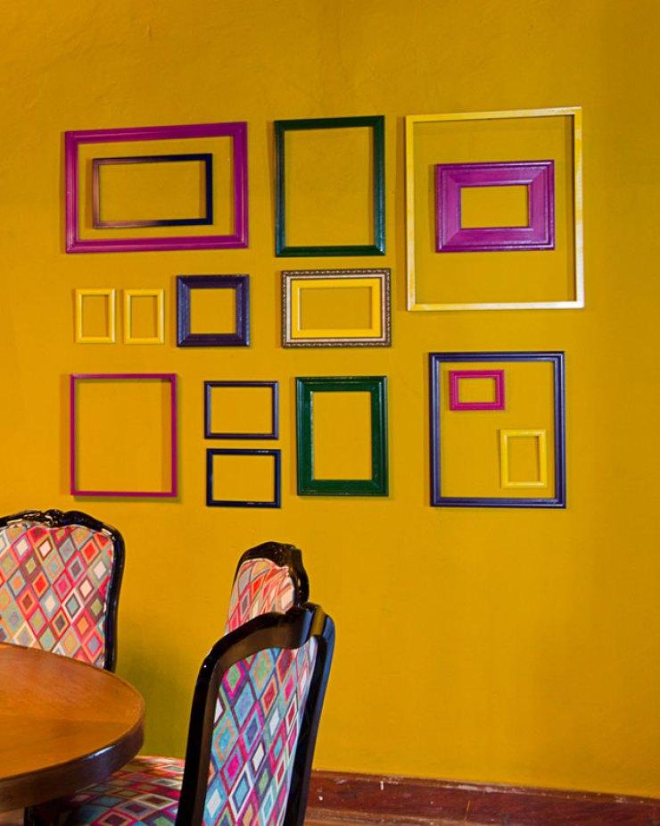 Campinas-decor -Composição com molduras vazadas coloridas
